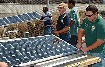 http://www.ibew.org/articles/09daily/0903/images/SolarB_345.jpg